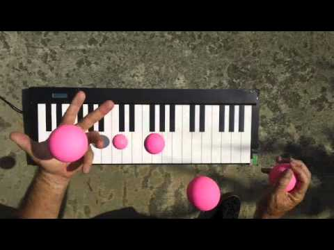 Just Amazing! Juggler Plays Piano Perfectly With Balls